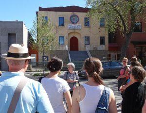 C'est une ancienne synagogue devenue temple caodaïste. Pour en savoir plus... venez dans nos circuits !