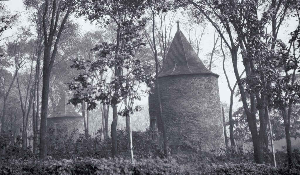 École de la mission amérindienne dans les tours du fort de la Montagne, de 1694 à 1701. Musée Canadien d'Histoire.