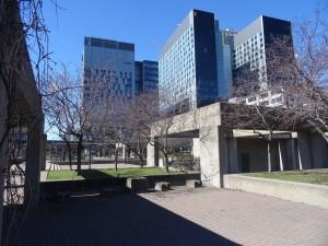 Centre de recherche et méga-hôpital du CHUM et le square Viger. Bernard Vallée, 2015.