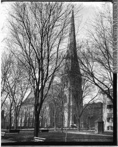 Ancienne église de la Trinité en 1890. William Notman. Musée McCord, II-94148.