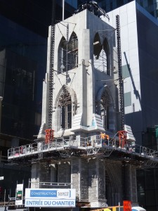 Reconstruction du clocher d'origine de l'ancienne église de la Trinité dans le projet du CHUM. Bernard Vallée, 2015.