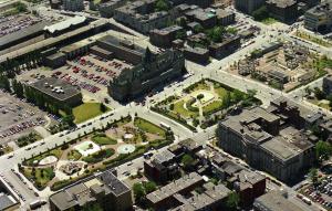Les aménagements du square Viger, en 1989. Réjean Martel. Archives de Montréal, VM94-B273-058.