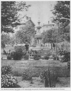 Fontaine construite en 1851 au square Viger, vers 1870. Au fond, les nouvelles maisons bourgeoises. W. Notman.