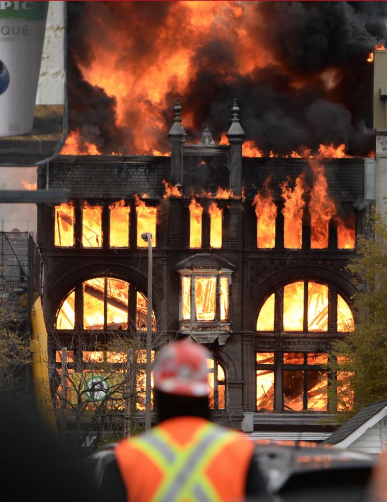 Incendie de l'édifice Robillard, 17 novembre 2016. (Photo : Maxime Deland, Agence QMI)