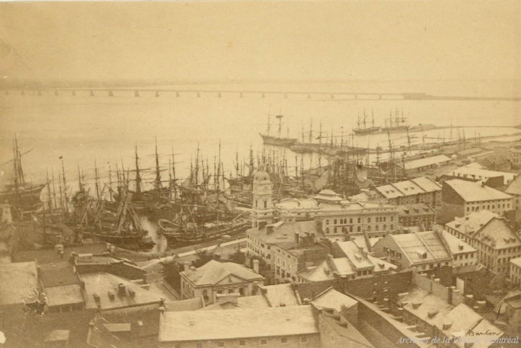 Port et place Royale, 1864. Photo : John Henry Barton. Archives de Montréal, P90SYP1