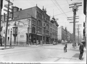 Le boulevard Saint-Laurent en 1921. Archives de Montréal.