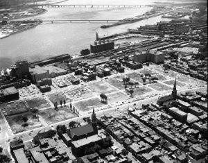 Le faubourg à m'lasse après la démolition pour Radio-Canada, 1966. Armour Landry. BAnQ, 06M_P97S1P04479
